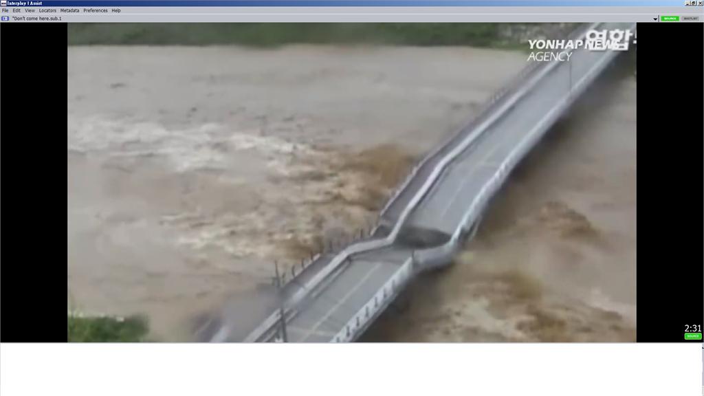 颱風洪水沖橋 南韓男子阻車前進 30秒後橋面驚塌