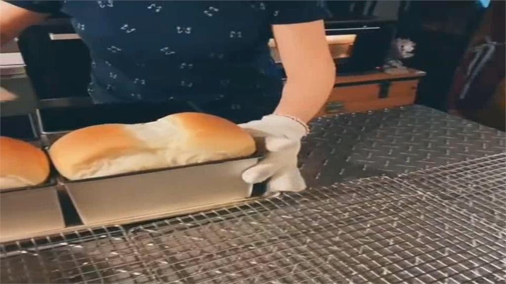 疫情等嘸客人! 民宿老闆趁勢自學做麵包
