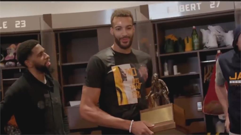 隊友休兵日給戈貝爾驚喜 獲年度最佳防守球員獎