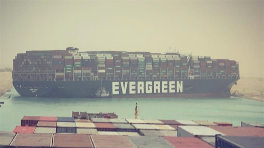 快新聞/長榮貨櫃輪「長賜輪」部份脫淺 蘇伊士運河很快能恢復通行