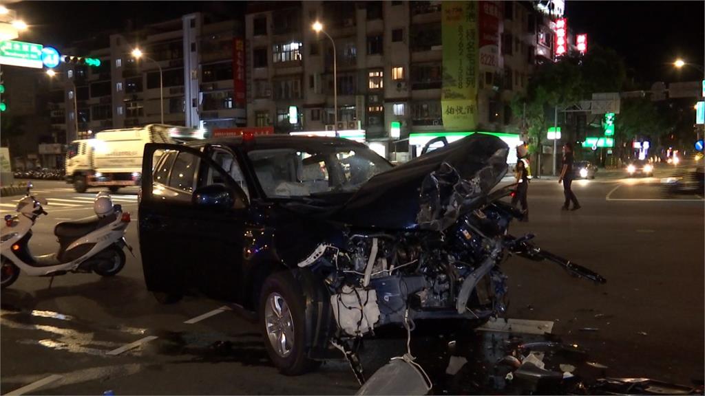 警前往處理案件途中遇車禍 偵防車側翻