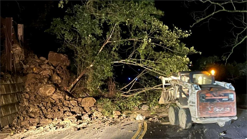 北宜公路新店段邊坡坍方 凌晨恢復雙向通車