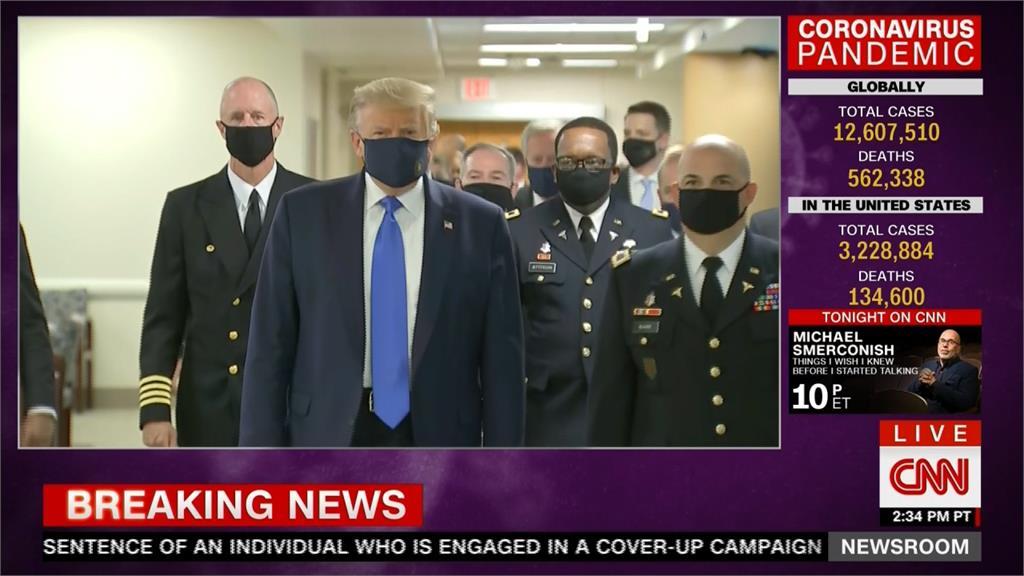 美國單日破6.6萬人染疫 川普首度公共場合戴口罩