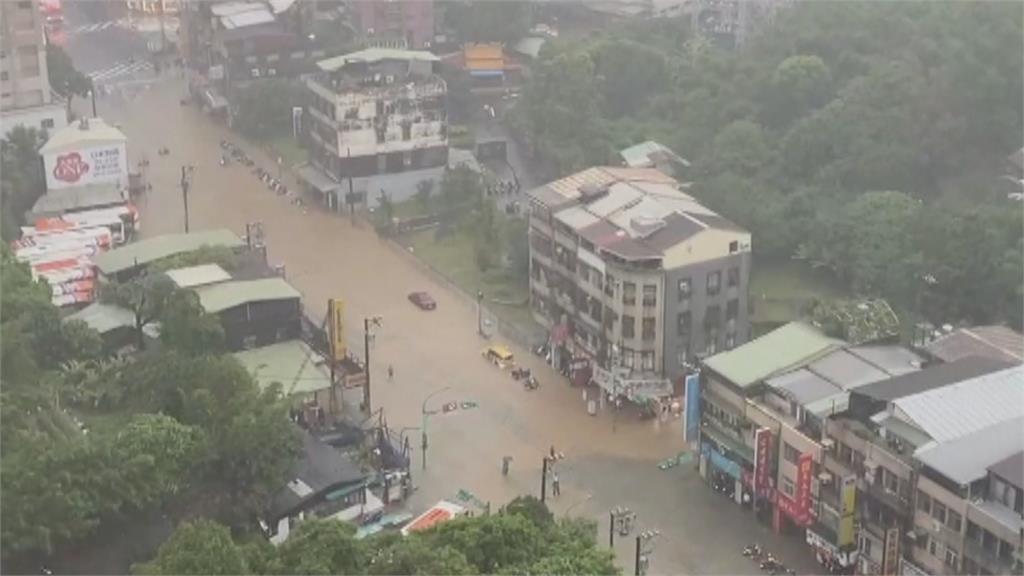 雨彈狂襲!北市文山區3小時破200毫米 50年老住戶無奈:每逢大雨必淹