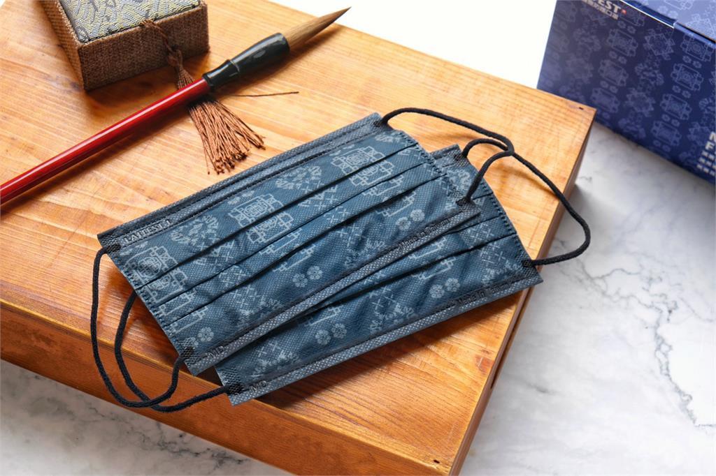 <em>萊潔</em>絲綢系列壓軸「藍絲綢」口罩來了! 3/26萊爾富開放預購限量1萬盒