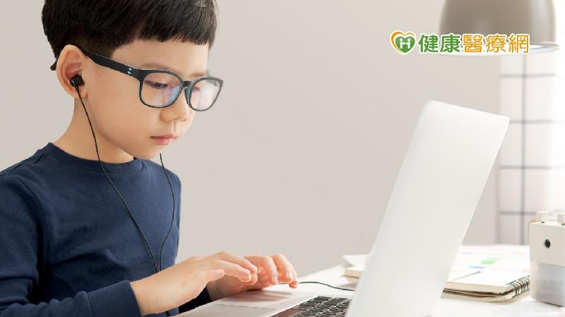 每天在家狂用眼 藍光眼鏡有幫助嗎?