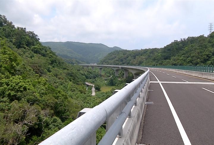 快新聞/閃電颱風逐漸逼近南台灣 台9線、台11線等山區公路不排除實施預警性封路