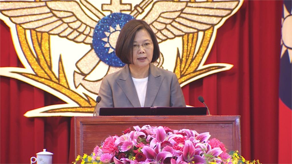 蔡總統拔擢19位將官 嚴德發進行授階