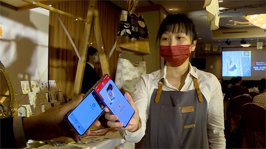 非接觸支付夯爆!手機變身刷卡機 台新銀行、中國信託銀行推新服務