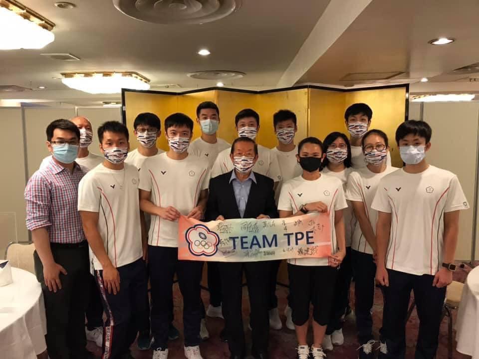 東奧/台灣羽球隊光榮返台 謝長廷送機:為國爭光辛苦了!