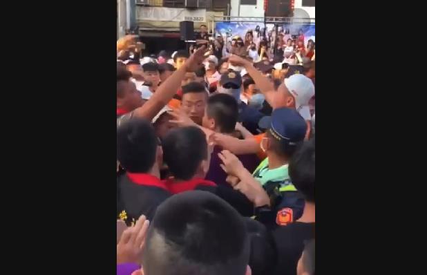 快新聞/大甲媽遶境0暴力破功! 彰化北斗街頭群眾叫囂揮拳