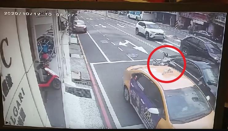 快新聞/狠撞80歲機車阿嬤再撞計程車 酒店妹酒駕闖紅燈肇逃落網