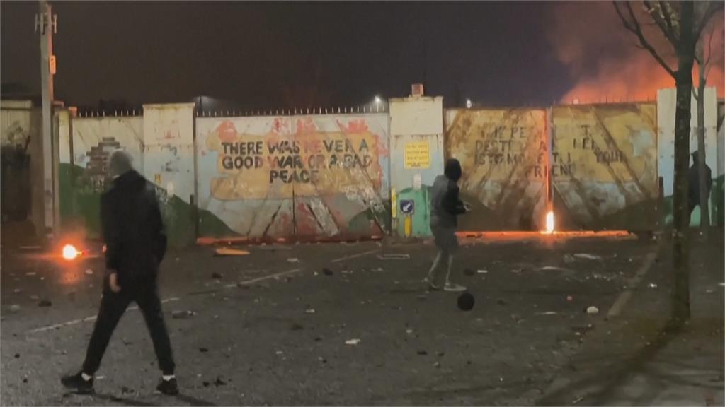 丟汽油彈還劫車! 北愛爾蘭示威者爆衝突