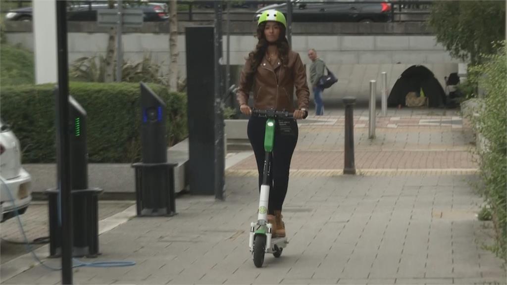 英國防疫新生活防群聚 街頭租賃電動滑板車上路