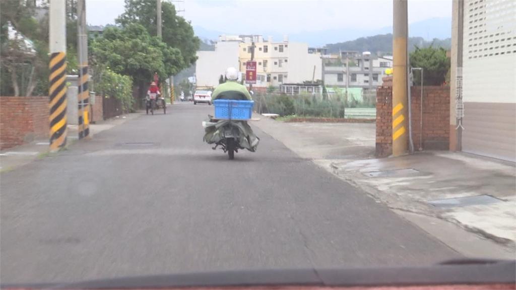 上坡兩公里花50分鐘!苗栗郵務士幫老婆婆推回收車  路過民眾紛稱讚