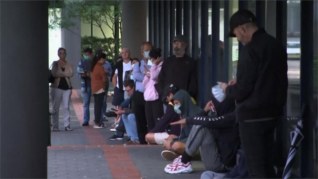 澳洲登記領失業救濟金 人數爆量包圍大樓