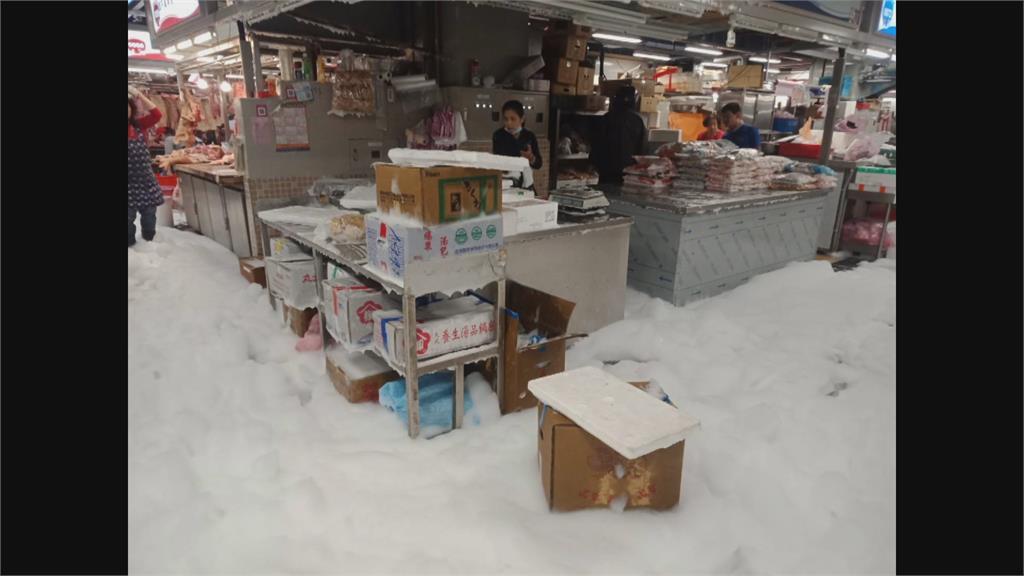 業者誤觸消防警報釀禍環南市場滿是白色泡沫