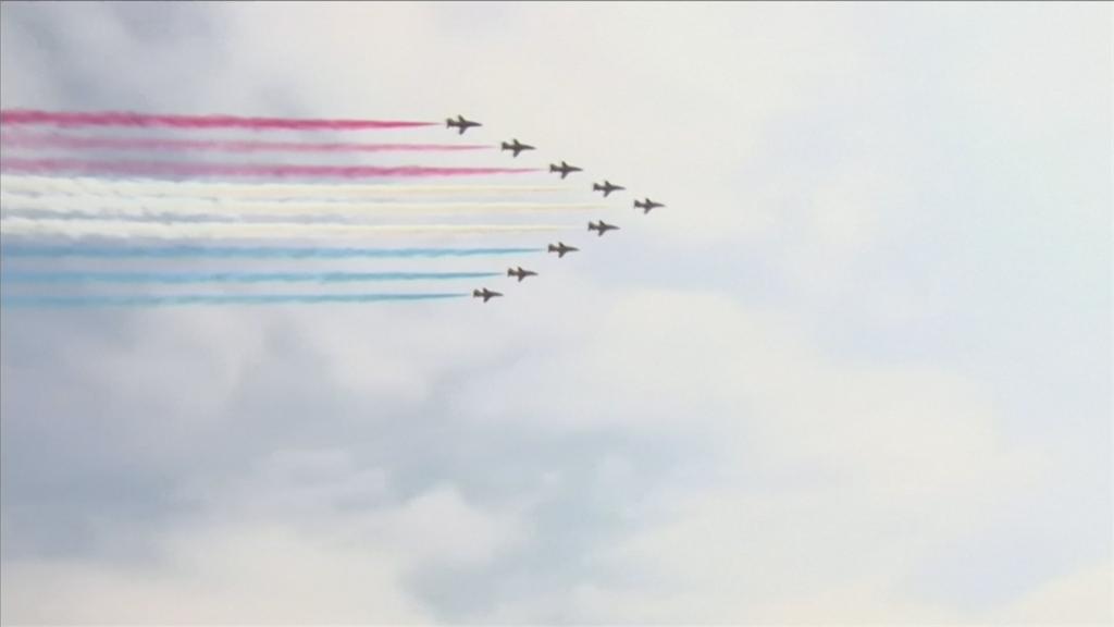 英國紅箭飛行隊紀念2戰75周年 飛越倫敦等4大城市