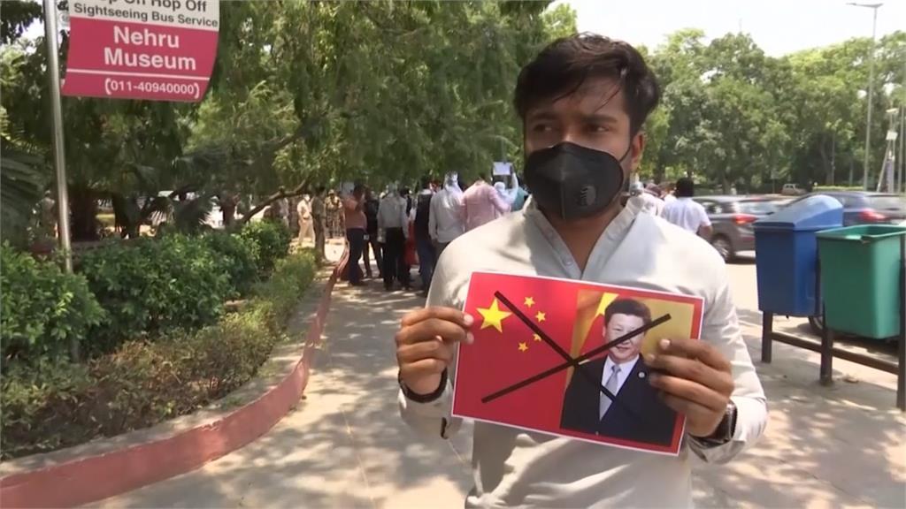 中印邊境衝突釀反中潮 印度民眾火燒習近平畫像