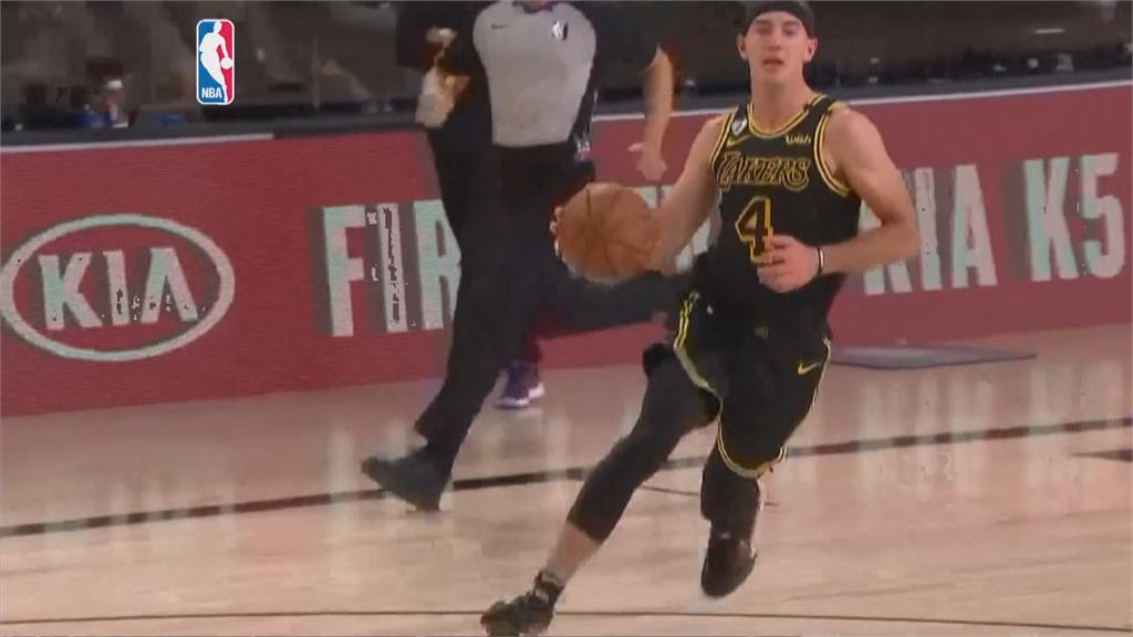 NBA/戴維斯「黑曼巴」上身投進絕殺3分球 湖人2.1秒絕殺金塊