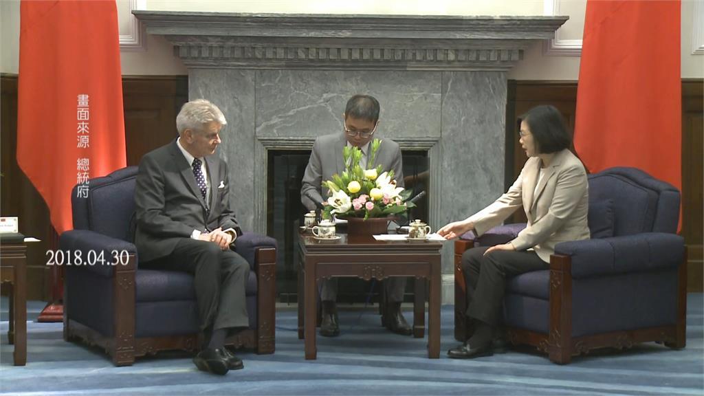 無懼中國!法議員團訪台 綠委:盼抱中國大腿者多學習