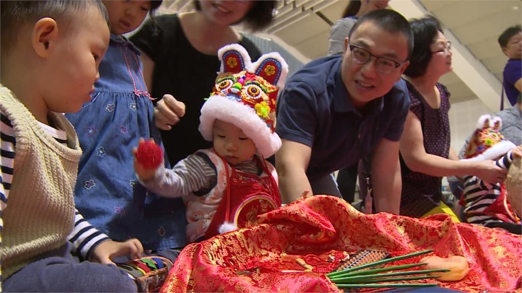 嘉義公益古禮抓周  市長黃敏惠與25組親子同樂