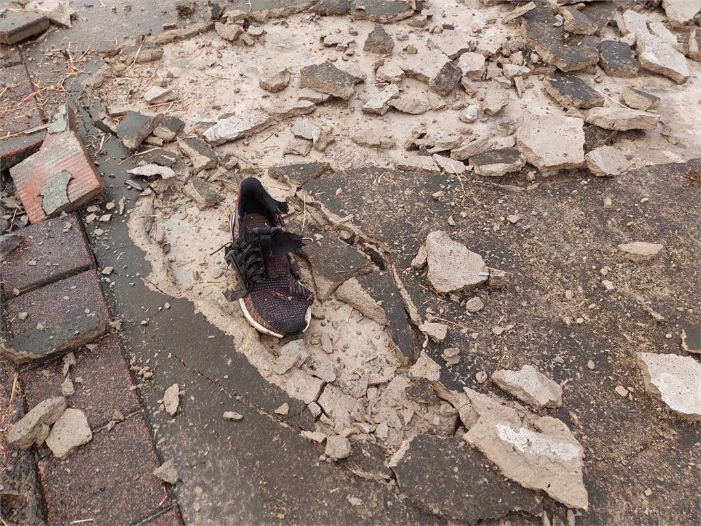 快新聞/苗栗慢跑男疑遭「雷擊」無生命跡象 鞋被炸開花地板也破裂