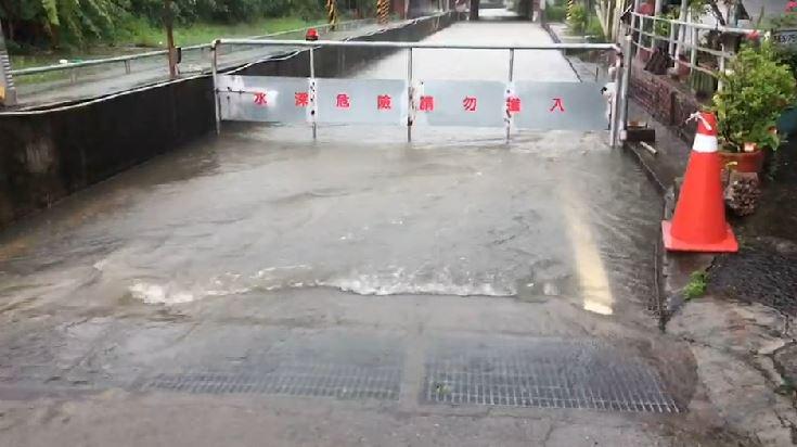 快新聞/保安火車站台鐵涵洞水淹300公分 緊急出動2台抽水機清淤