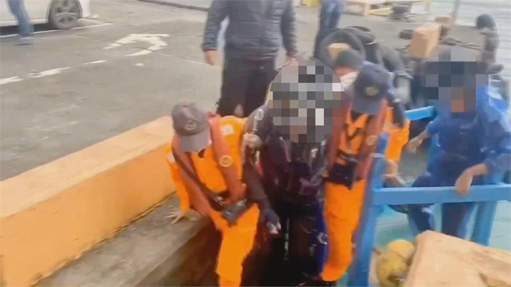 粉鳥林外海垂釣 釣客遭「臭肚魚」刺傷中毒
