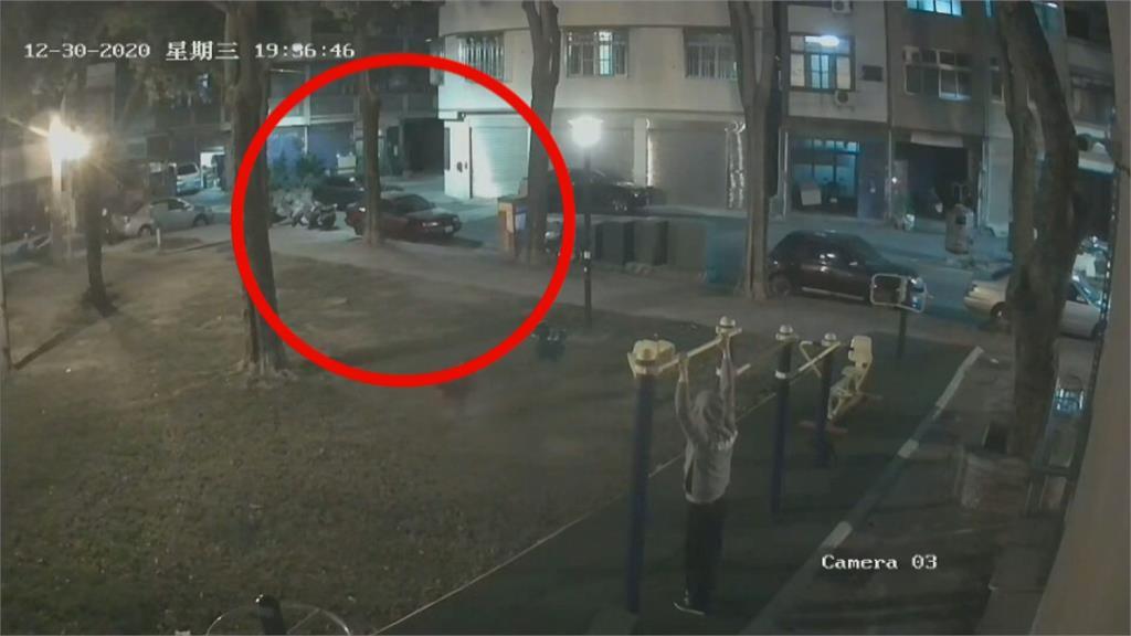 快新聞/通緝犯拒檢狠撞警! 警開11槍乘客中彈亡 3名逃逸男已全數落網