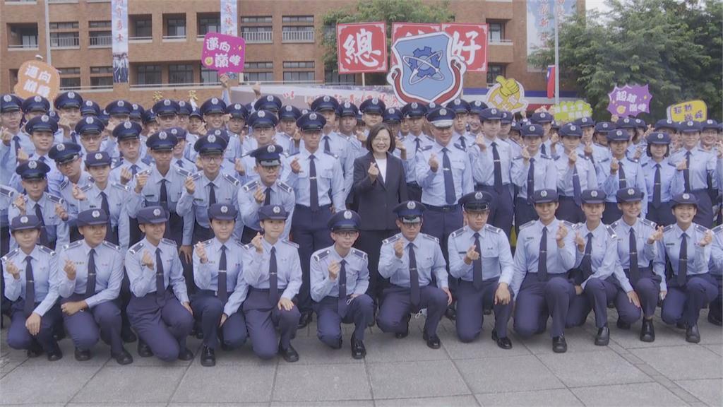 出席三軍士官開學典禮 蔡總統霸氣喊話「當國軍最強後盾」