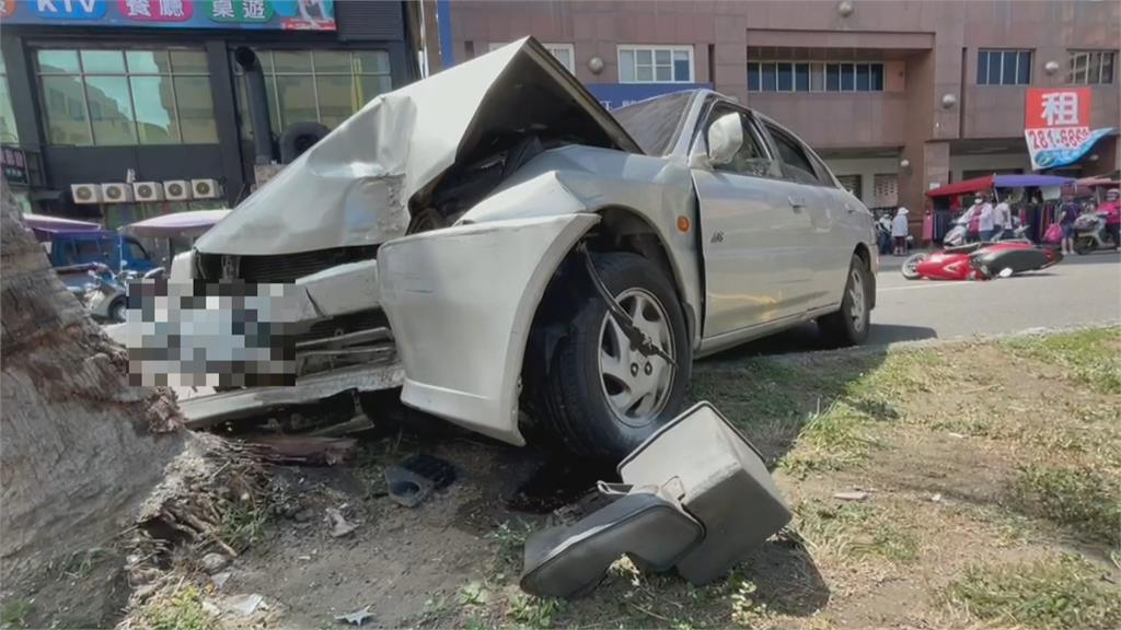 8旬翁駕照註銷還開車 市場暴衝撞傷2人送醫