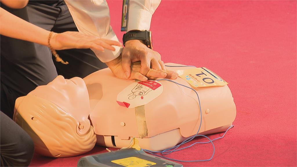 企業有愛做公益  捐贈AED配置台中捷運站