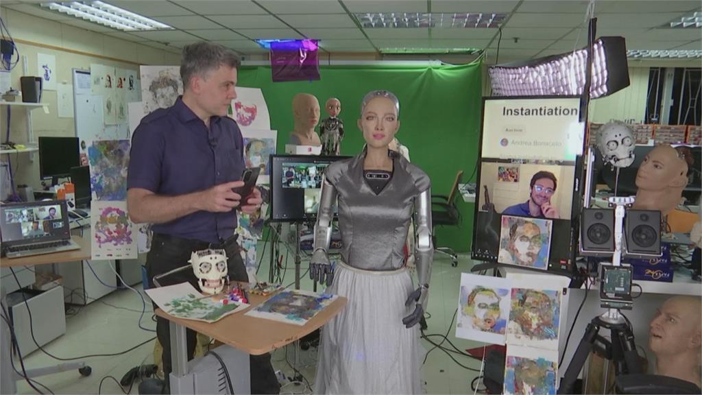 機器人蘇菲亞藝術創作數位拍賣 近2000萬售出