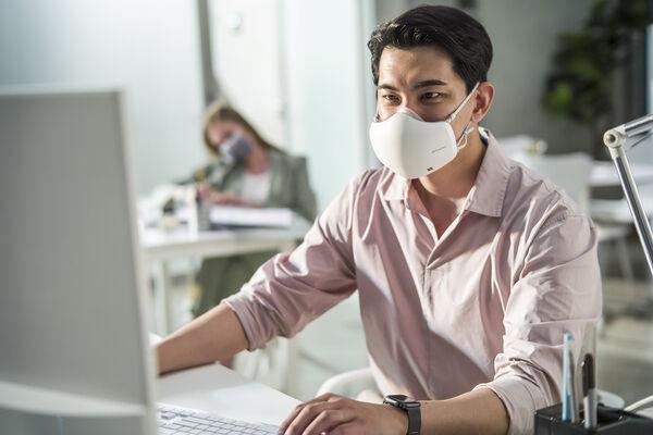 防疫兼潮流?家電大廠推出「口罩型空氣清淨機」規格一次看懂!
