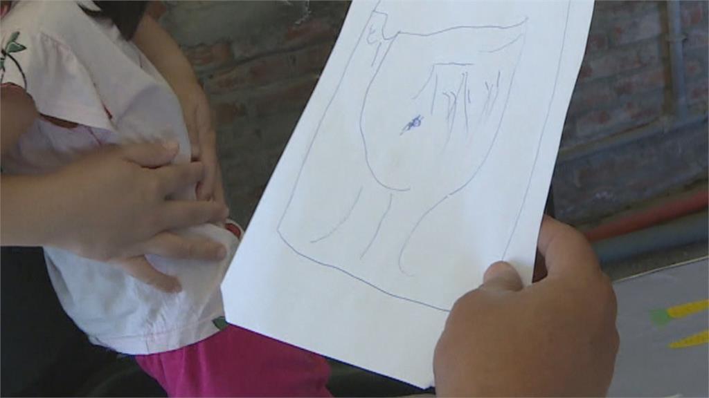 一家四口住簡陋鐵皮屋!3歲童「一幅畫」感動義工團幫圓夢蓋屋