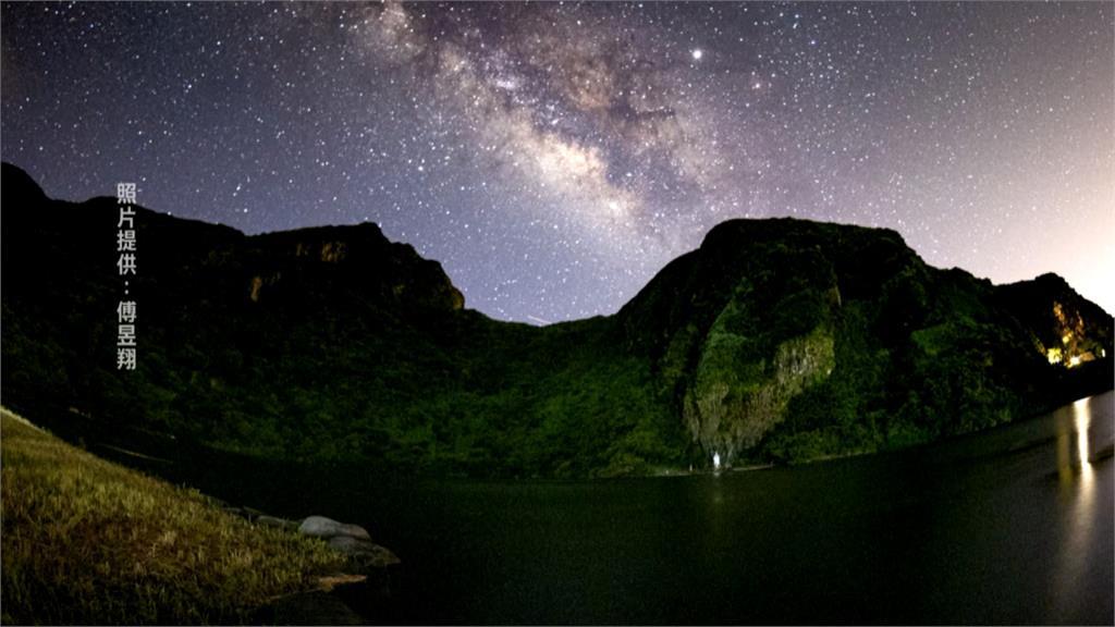 龜山島有「哈巴狗」?星空下匍匐休憩爆紅