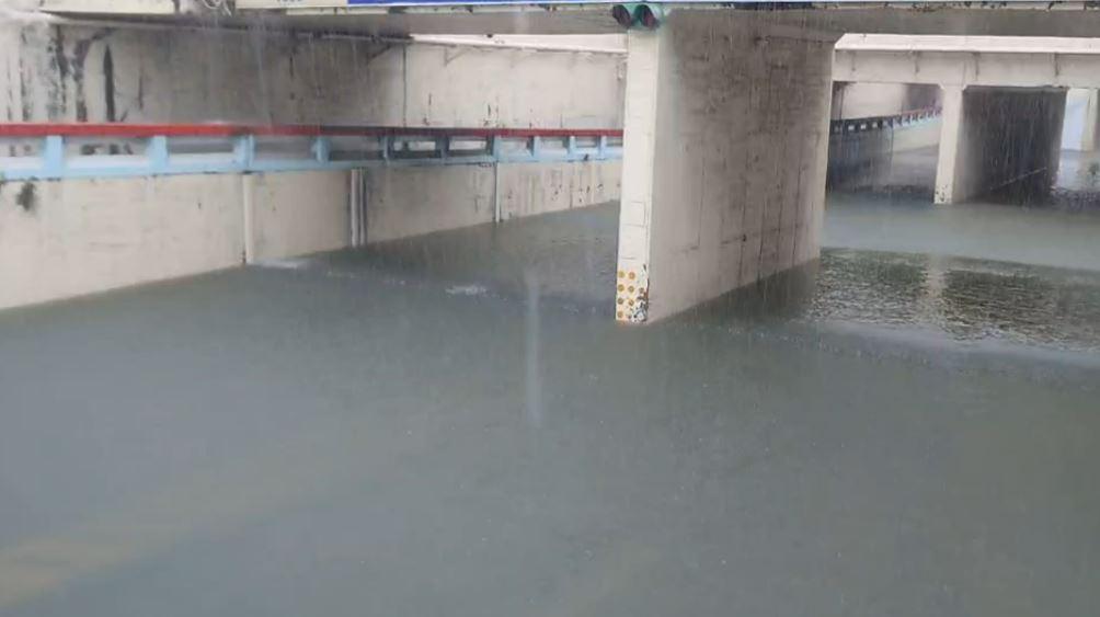 快新聞/豪雨強襲中南部!    雲林北港、嘉義新港、高雄寶山國小今中午起停班停課