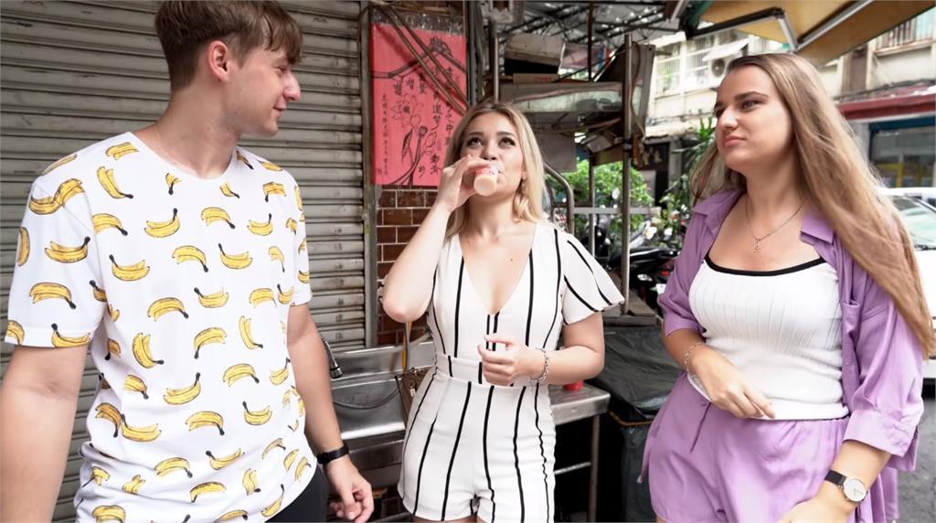 美國女孩第一次喝台灣飲料 最愛竟不是珍珠奶茶?