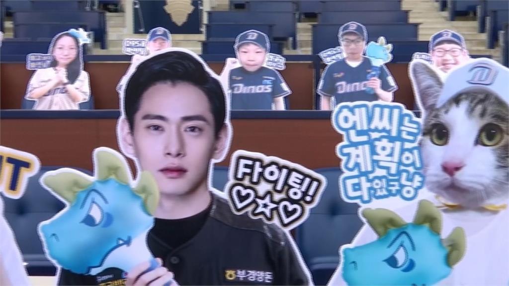 棒球/好想進場加油!韓職製作球迷人形看板來應援