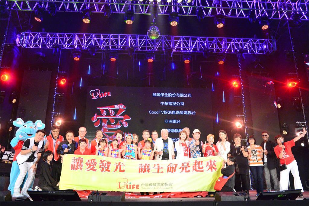 愛傳承關懷演唱會「三代同堂」演出 文夏到場欣賞「自己的」舞台劇