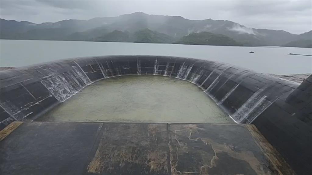 雨神助攻帶900多萬噸水量 南化水庫滿庫溢流