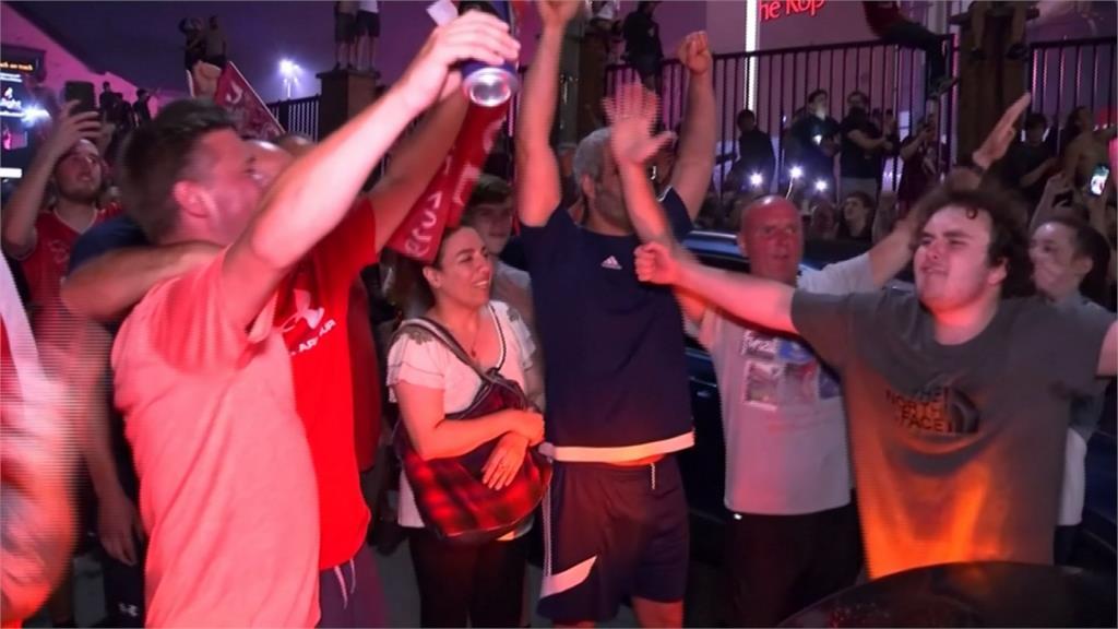 足球/利物浦封王球迷狂歡 總教練呼籲:保持社交距離
