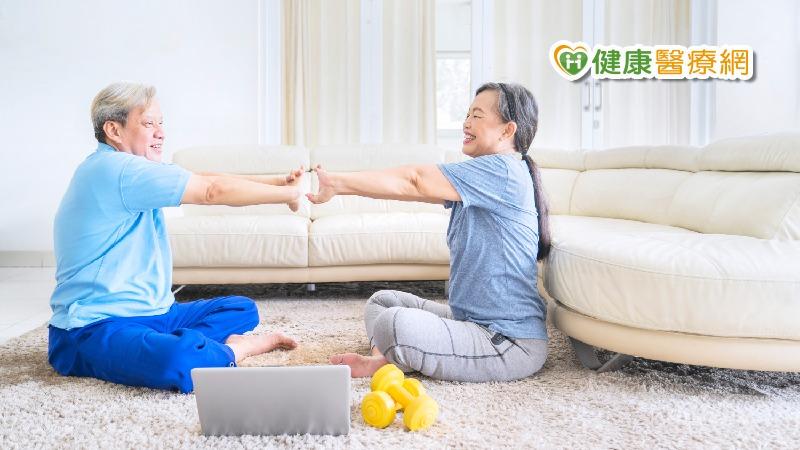 【防疫不出門4】三招居家運動 強化肌力不跌倒