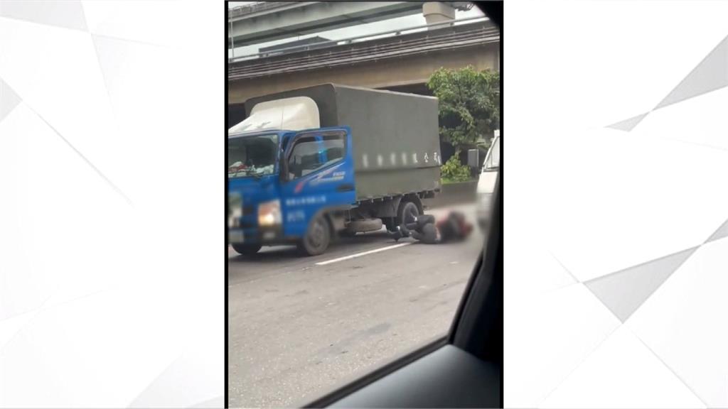 疑行車糾紛! 兩貨車司機尖峰時段 下車扭打
