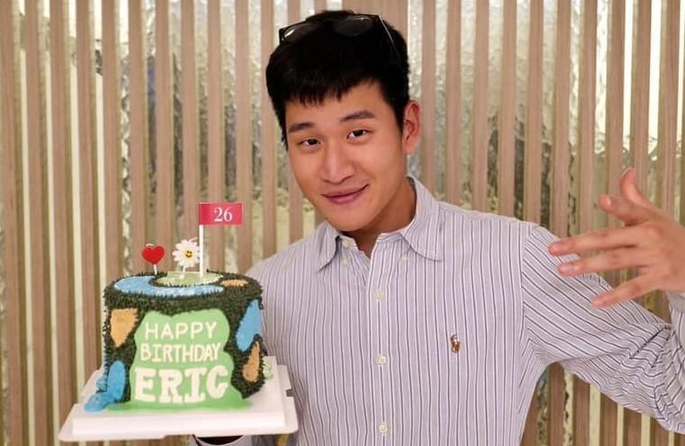 周興哲復合趙岱新!曬「0距離甜蜜依偎照」慶祝26歲生日