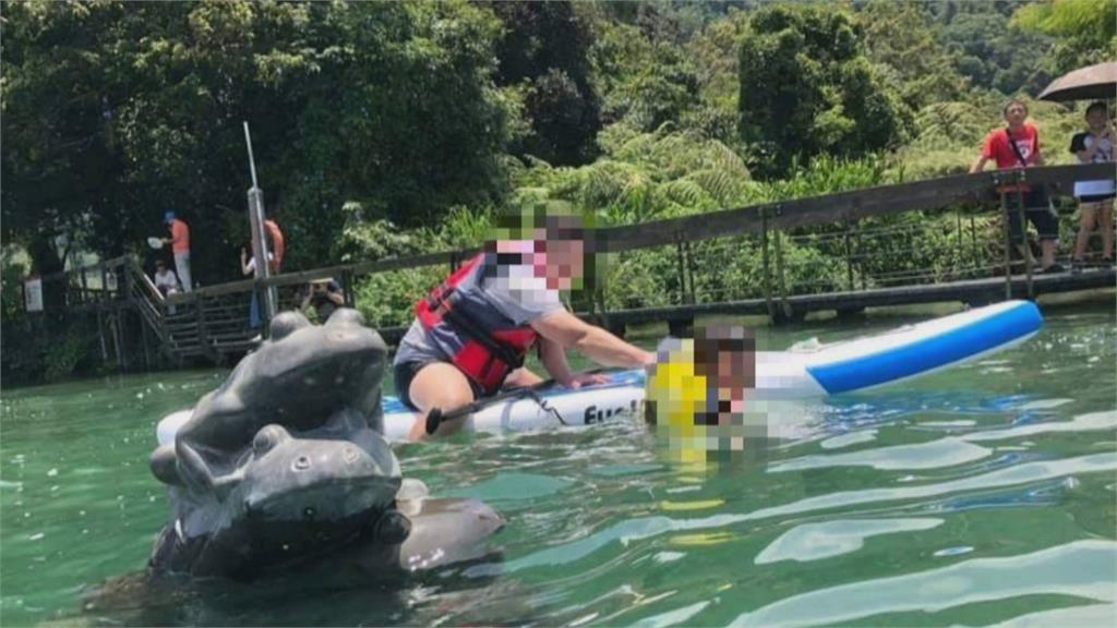 不怕碰撞!業者竟帶遊客立漿「違法闖水域」拍九蛙