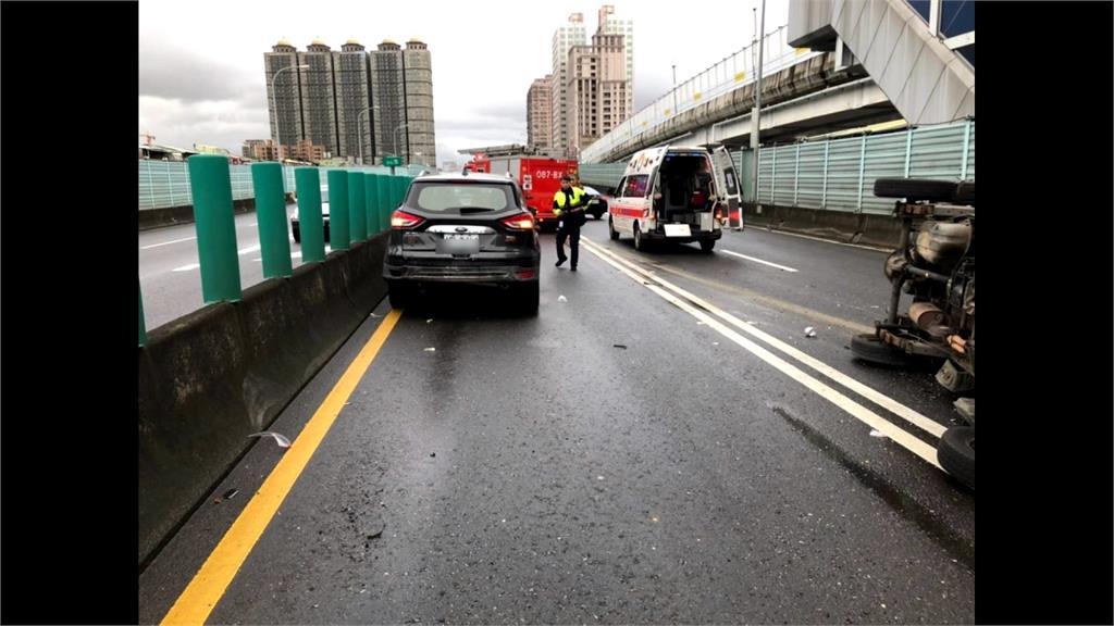 疑天雨路滑 板橋台64線4車連環撞 回堵2公里