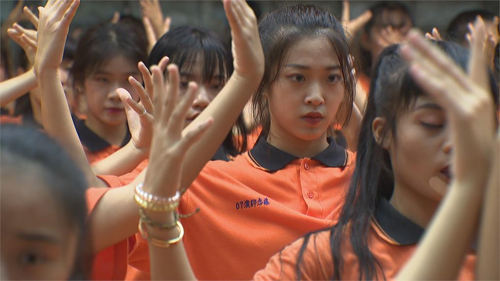 青春無敵!莊敬高職320位女學生國慶尬舞