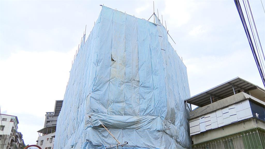 等了21年!新北泰山危樓今天拆除